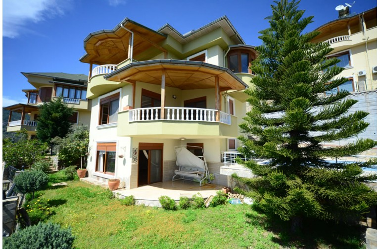This is a charming luxury villa for sale in Alanya